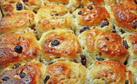 Dutch krentenbollen