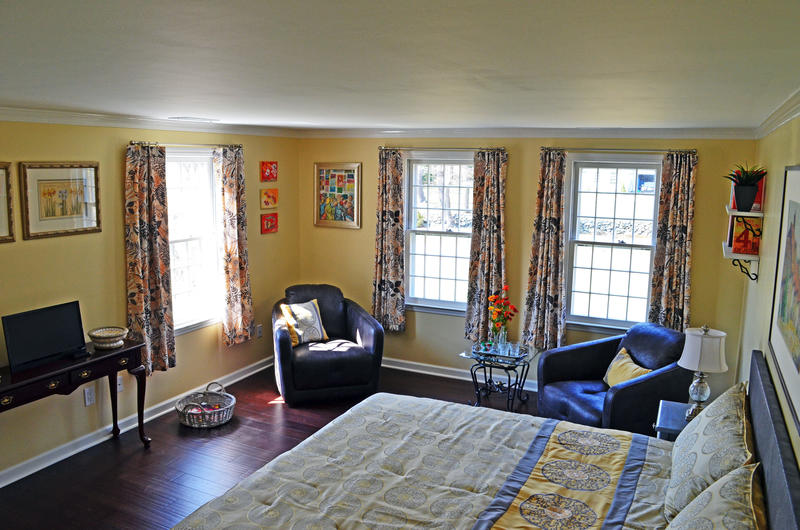 2nd Orange Gild guest room